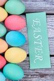 垂直的复活节彩蛋行 免版税库存照片