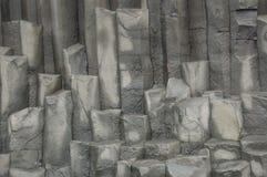 垂直的岩石块  免版税库存照片