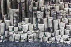 垂直的岩石块  免版税库存图片