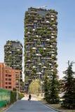 垂直的木头的住宅塔在米兰 图库摄影