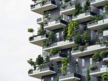 垂直的森林大厦在米兰, 2015年5月 库存图片