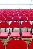垂直的红色椅子 库存照片