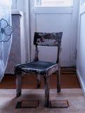 垂直的葡萄酒苏联老古色古香的椅子对象背景backdr 免版税库存照片