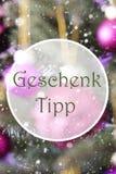 垂直的蔷薇石英球, Geschenk Tipp意味礼物技巧 免版税库存图片