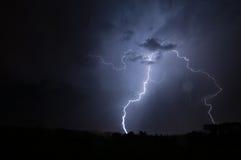 垂直的雷击 免版税库存照片
