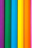 垂直的颜色铅笔的行关闭  库存照片
