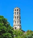 垂直-窗口塔在Uzes法国 免版税库存图片