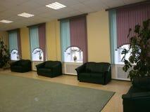 垂直窗帘在办公室 免版税库存照片