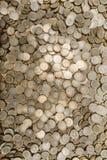 垂直许多墨西哥的硬币 免版税库存照片