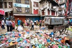 垃圾在城市 免版税库存图片