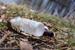 垃圾在春天的公园 库存照片
