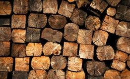 垃圾填埋的被锯的木燃料 免版税库存图片