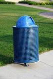 垃圾容器在公园 库存图片