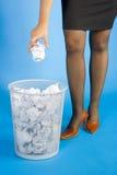 垃圾投掷 免版税库存图片