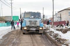 垃圾的俄国居民Desposing 免版税图库摄影