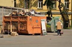 垃圾的货箱 免版税库存图片