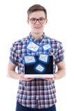 垃圾短信概念-传送与膝上型计算机的英俊的十几岁的男孩信息 库存照片