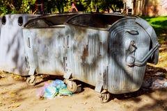垃圾箱存贮,垃圾桶存贮不锈钢 免版税库存照片
