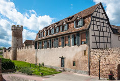 垒在Obernai市中心,阿尔萨斯酒路线,法国 免版税图库摄影