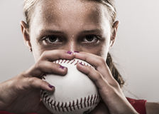 垒球女孩 免版税库存照片