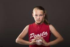 垒球女孩 免版税图库摄影