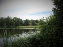 垫木学校buckinghamshire英国地面的风景视图  免版税库存照片