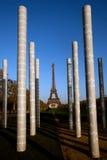 埃佛尔铁塔和和平纪念碑柱子 库存图片