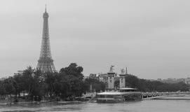 埃佛尔铁塔和塞纳河洪水的,巴黎,法国 库存图片