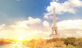 埃佛尔铁塔和美丽的天空 免版税库存图片