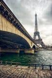 埃佛尔铁塔和耶拿桥梁 库存照片