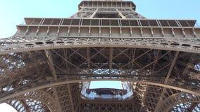 埃佛尔铁塔和蓝色平静的天空,查寻对巴黎著名艺术结构 影视素材