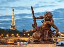 埃佛尔铁塔和Pont Alexandre III 库存照片