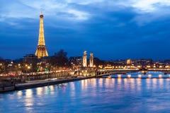 埃佛尔铁塔和Pont Alexandre III 图库摄影
