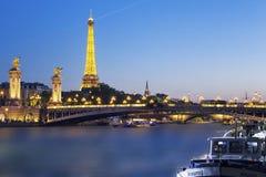埃佛尔铁塔和Pont Alexandre III 免版税库存照片