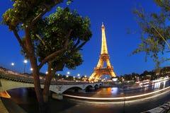 埃佛尔铁塔在晚上在巴黎,法国 免版税图库摄影