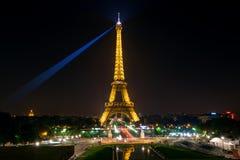 埃佛尔铁塔在晚上在巴黎 库存照片
