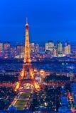 埃佛尔铁塔在晚上,巴黎。 免版税库存照片