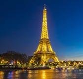 埃佛尔铁塔在晚上;巴黎,法国 库存图片