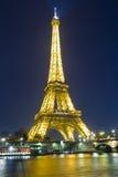 埃佛尔铁塔在晚上;巴黎,法国 免版税库存图片