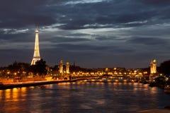 埃佛尔铁塔在晚上 免版税库存图片