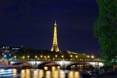 埃佛尔铁塔在晚上 库存照片