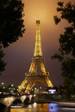 埃佛尔铁塔在巴黎在晚上 图库摄影