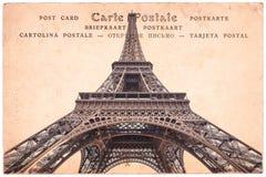埃佛尔铁塔在巴黎,法国,在乌贼属葡萄酒明信片背景,在几种语言的词明信片的拼贴画 免版税库存照片