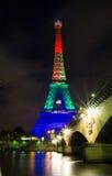 埃佛尔铁塔打开了与彩虹颜色,巴黎,法国 免版税库存图片