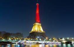 埃佛尔铁塔打开了与比利时国旗的颜色 库存图片