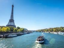 埃佛尔铁塔是地标在巴黎 免版税库存照片