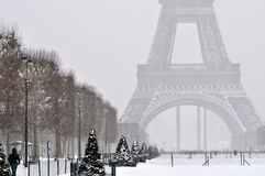 在雪的埃佛尔铁塔 免版税库存图片