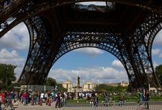 埃佛尔铁塔的底视图 免版税库存照片