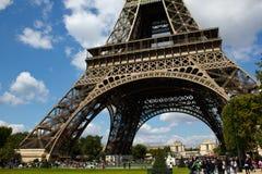 埃佛尔铁塔的底视图 免版税库存图片