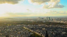 从埃佛尔铁塔的顶端惊人的看法在日落 股票录像